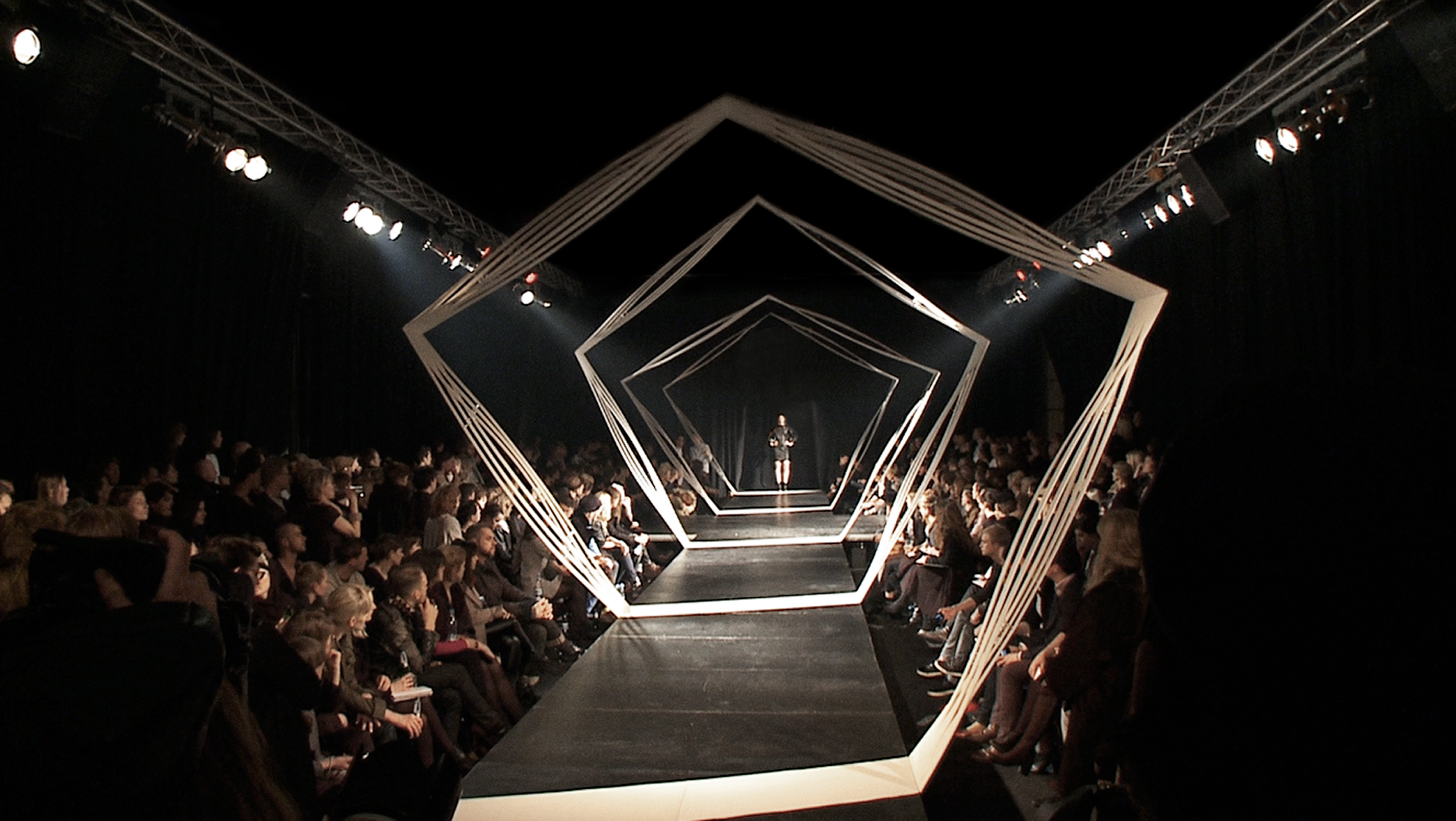 To runway or to run away signs a fashion show is right - Best runway shows ...
